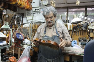 Amnon inspects a violin